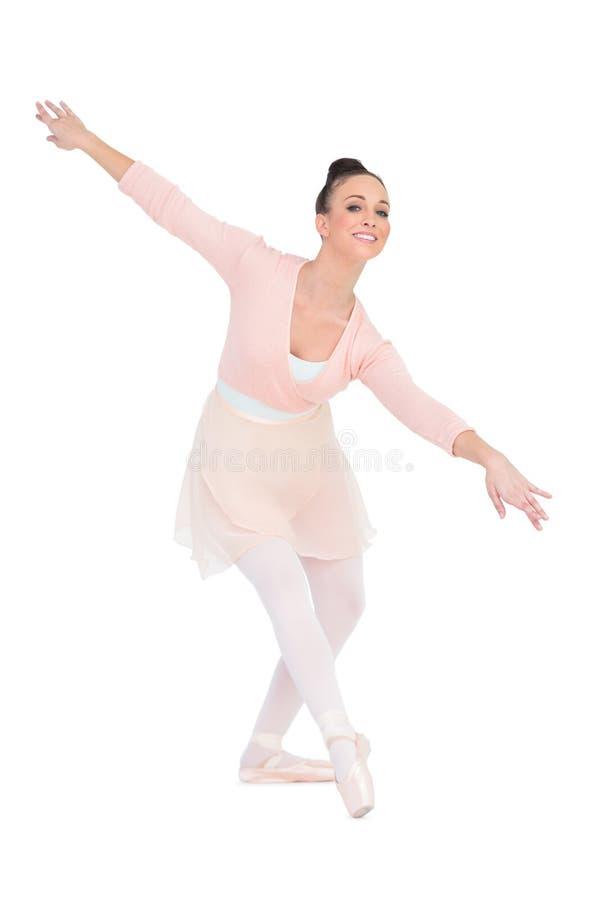 Het vrolijke aantrekkelijke ballerina dansen stock afbeeldingen