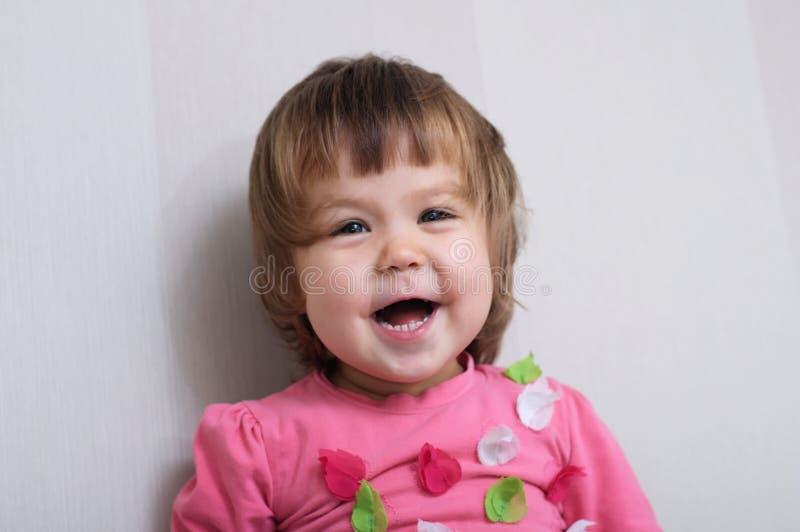 Het vrolijke Meisjeportret gelukkige lachen stock foto