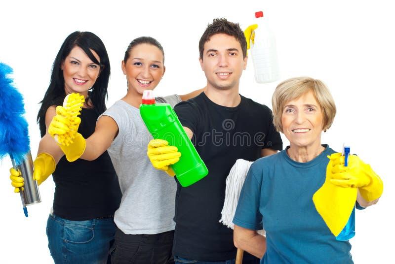 Het vrolijke schoonmakende team van de dienstarbeiders royalty-vrije stock afbeeldingen