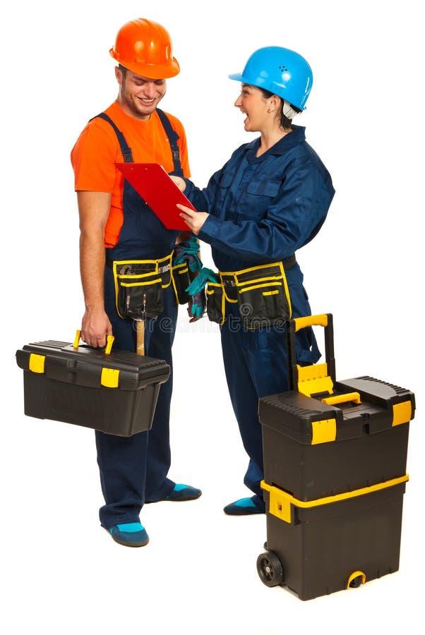Het vrolijke team van bouwersarbeiders royalty-vrije stock afbeelding