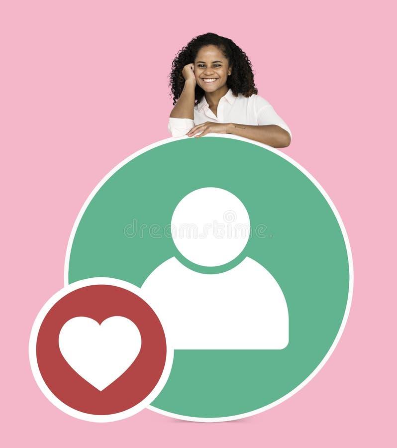Het vrolijke vrouw tonen voegt het pictogram van de vriendengebruiker toe royalty-vrije stock afbeeldingen