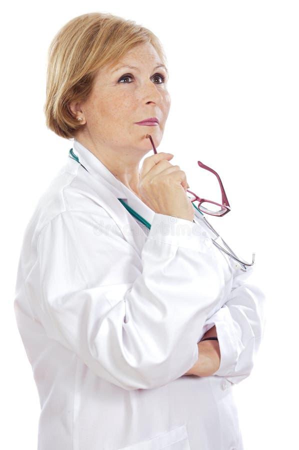 Het vrouwelijke arts denken stock afbeeldingen