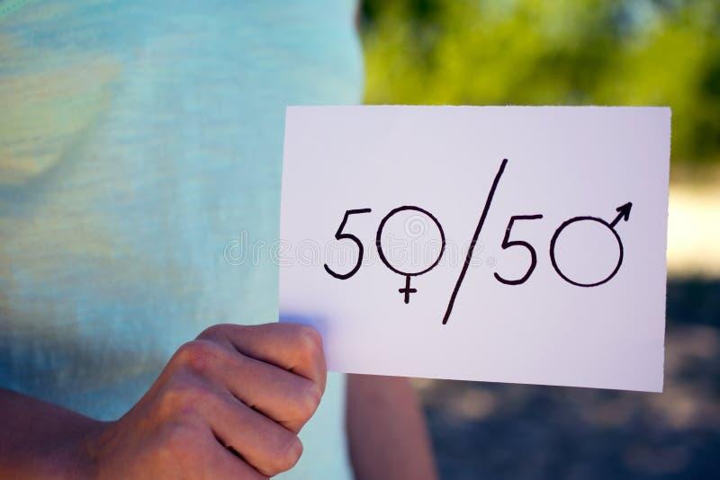 Het vrouwelijke en mannelijke symbool van het gendergelijkheidconcept stock foto