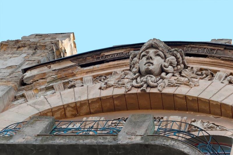 Het vrouwelijke gezicht op een oud gebouw in Odesa, de Oekraïne royalty-vrije stock afbeeldingen