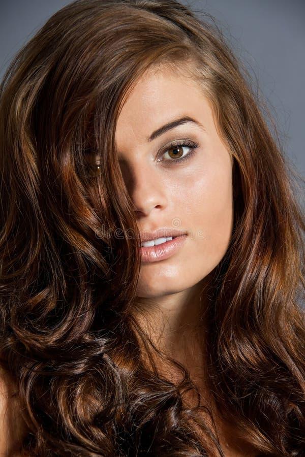 Het vrouwelijke model in sexy stelt stock fotografie