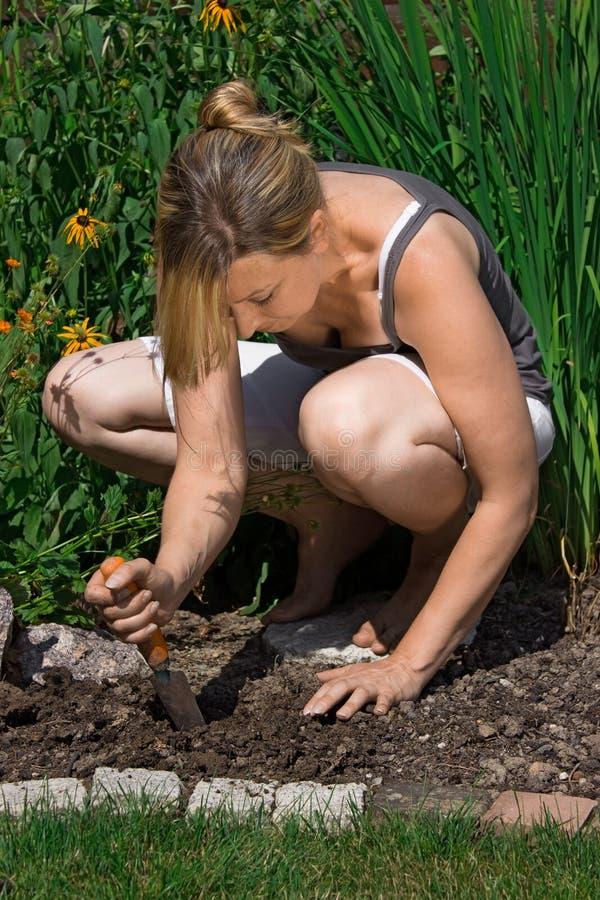 Het vrouwelijke tuinieren royalty-vrije stock foto