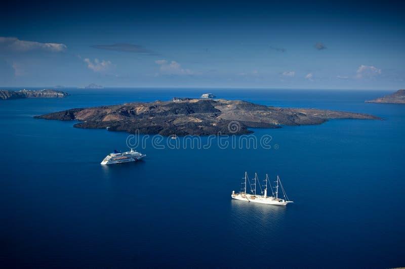 Het vulkanische eiland genoemd Nea Kameni stock afbeelding