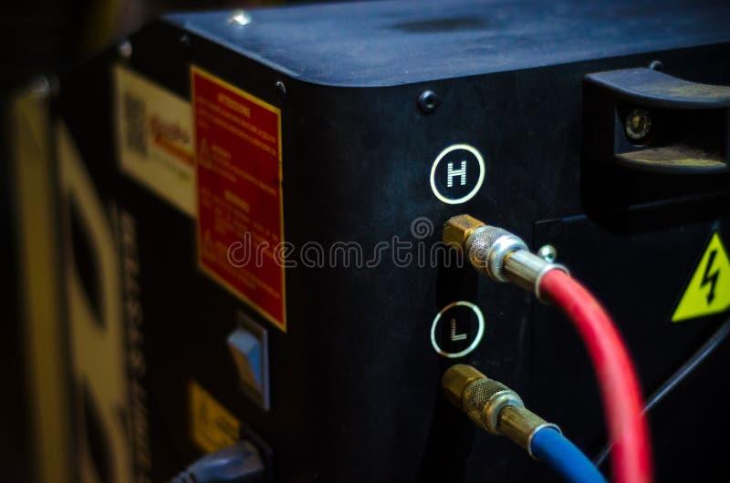 het vullen van het materiaal van autoairconditioners stock foto's