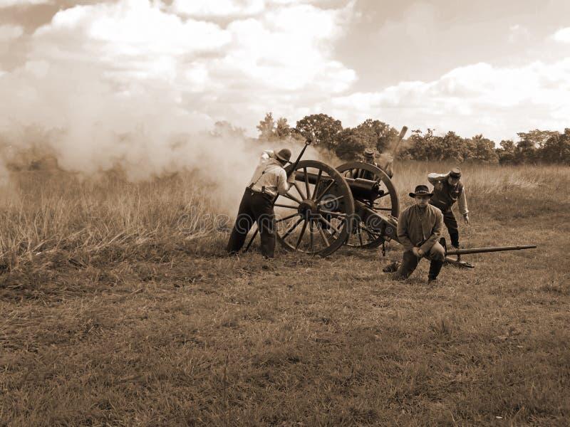 Het Vuren van het Burgeroorlogkanon royalty-vrije stock foto's