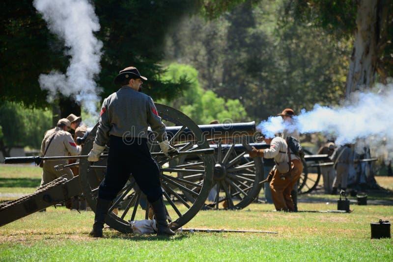 Het Vuren van het kanon stock afbeeldingen
