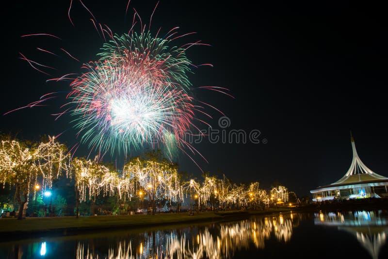 Het vuurwerk bij graden royalty-vrije stock afbeelding