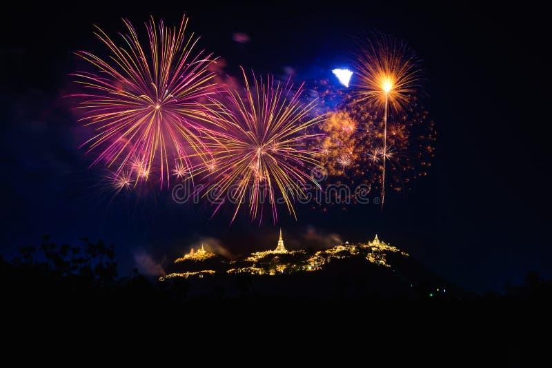 Het vuurwerk toont over het Historische Park Khao Wang van Phra Nakhon Khiri stock foto's