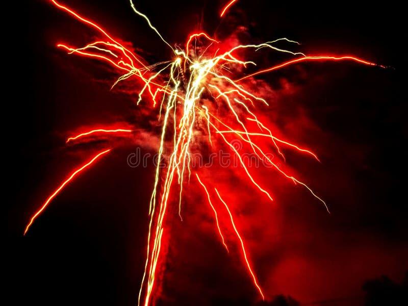 Het vuurwerk van de nachthemel stock afbeelding
