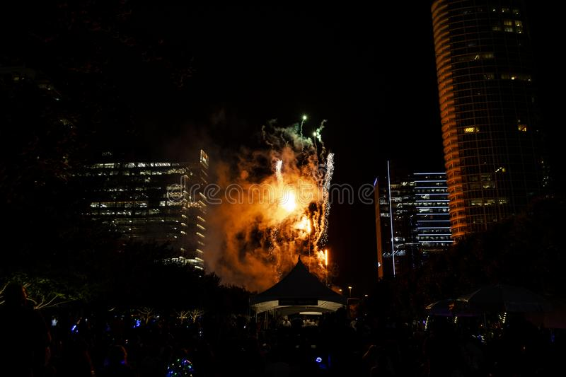 Het Vuurwerk van de onafhankelijkheidsdag over Klyde Warren Park in Dallas royalty-vrije stock foto