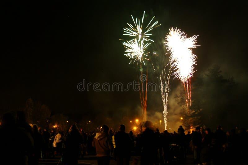 Het vuurwerk van de vuurnacht royalty-vrije stock afbeelding