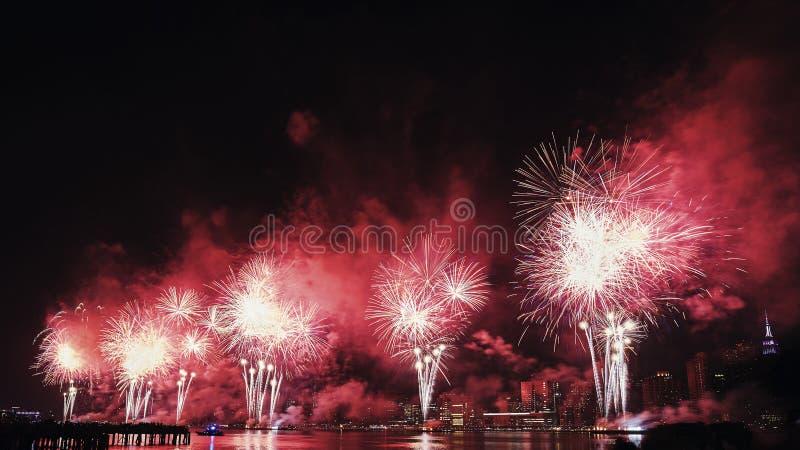 4 het vuurwerk van juli in de Stad van New York, de V.S. stock foto's