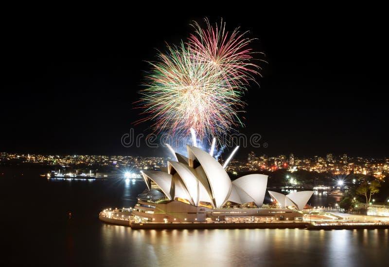 Het vuurwerk van Sydney toont finale over het Operahuis stock foto