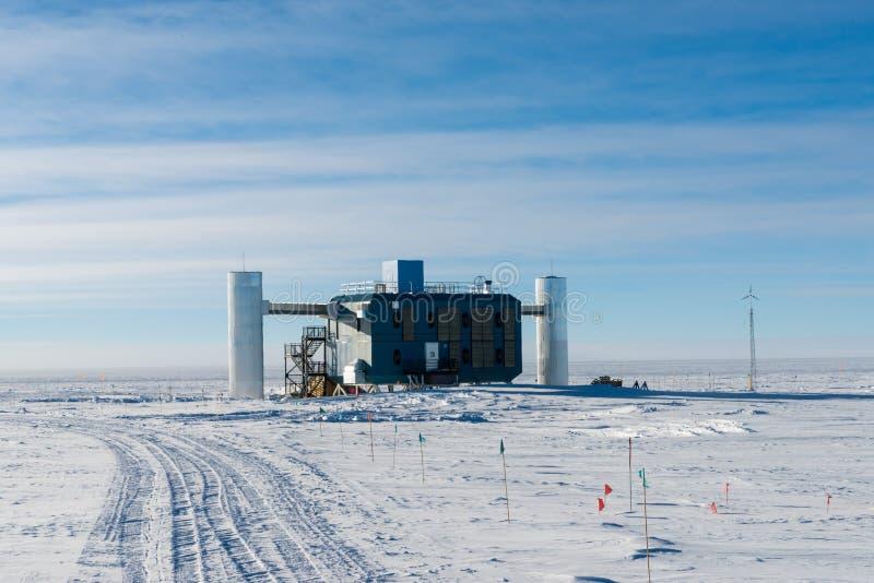 Het Waarnemingscentrum van IceCubeneutrino bij de post Antarctica van de zuidenpool stock afbeelding