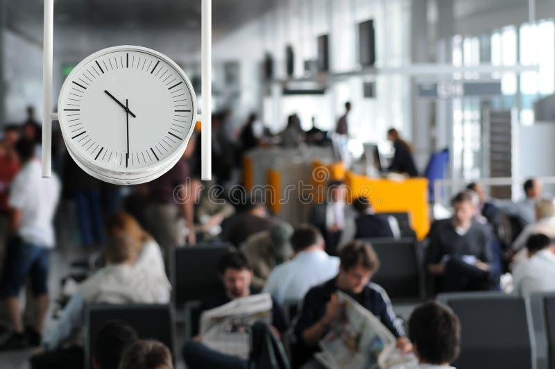 Het wachten in de luchthaven stock afbeeldingen