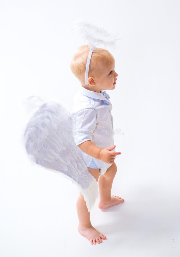 Het wachten op wonder Leuke valentijnskaartencupido of cherubijnbaby De Engel van de baby Aanbiddelijk weinig engelenjongen E stock foto