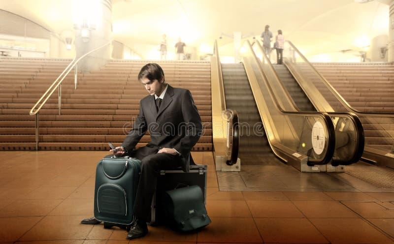 Het wachten op zijn vlucht royalty-vrije stock foto