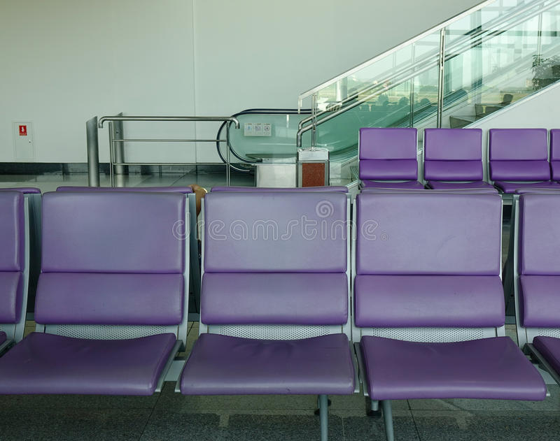 Het wachten stoelen bij de luchthaven royalty-vrije stock fotografie