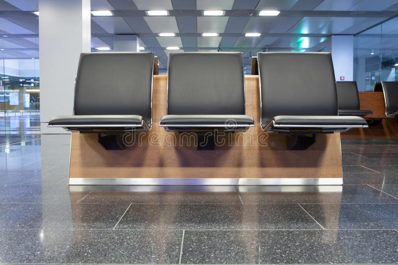 Het wachten van de luchthaven zitkamer royalty-vrije stock afbeelding