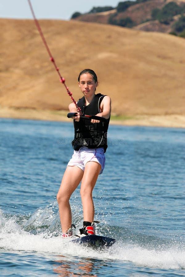 Het wakeboarding van het meisje stock afbeeldingen