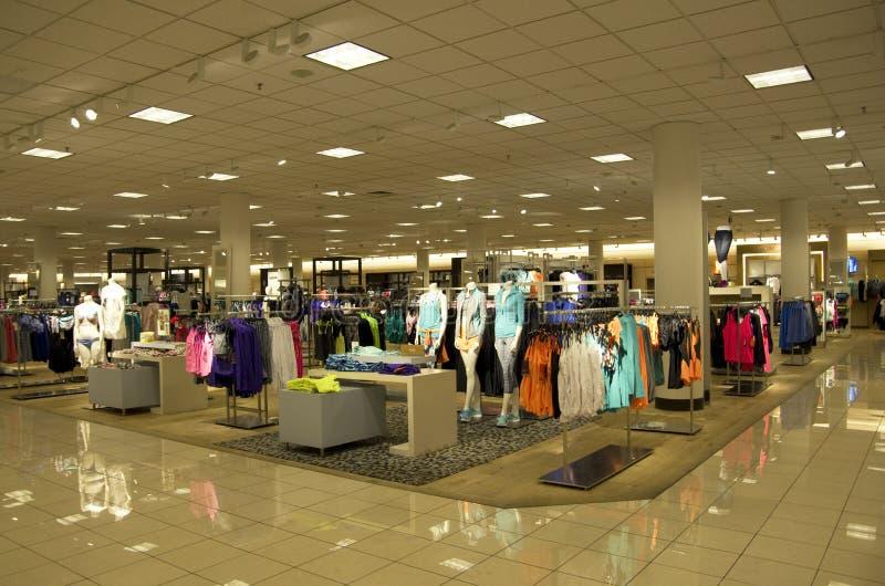 Het warenhuisvrouwen van Macy kleding stock foto's