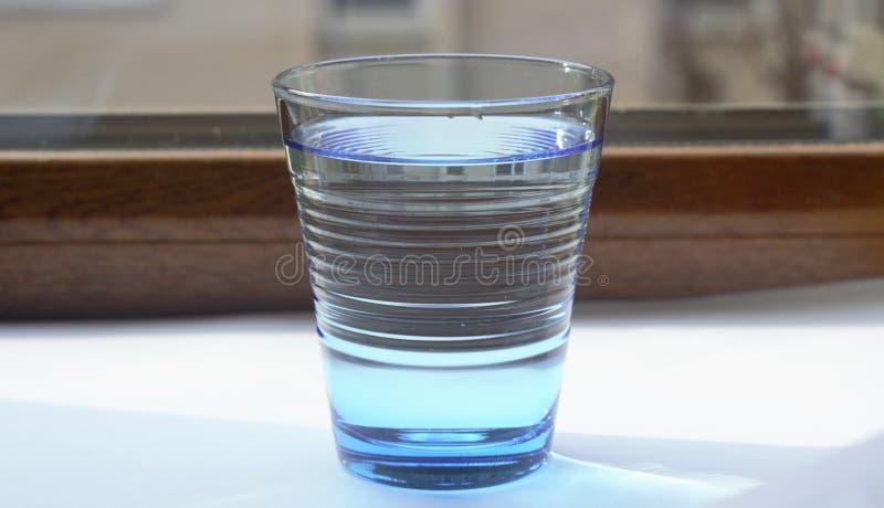 Het water in blauwe glass3 royalty-vrije stock foto's