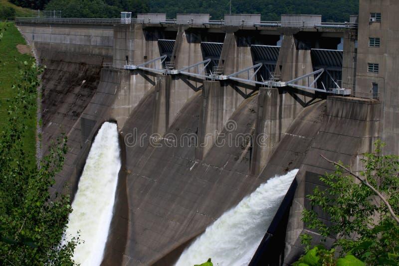 Het Water en de Dam royalty-vrije stock fotografie