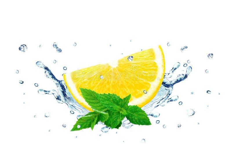 Het water van de citroenplons royalty-vrije stock foto's