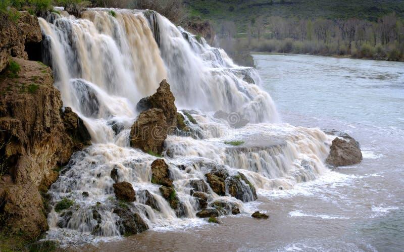 Het Water van de dalingskreek valt Watervallenrivier royalty-vrije stock fotografie