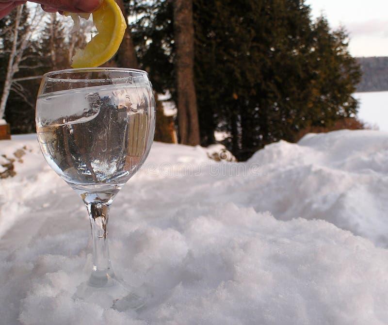 Het water van het glas op rock1 stock foto's