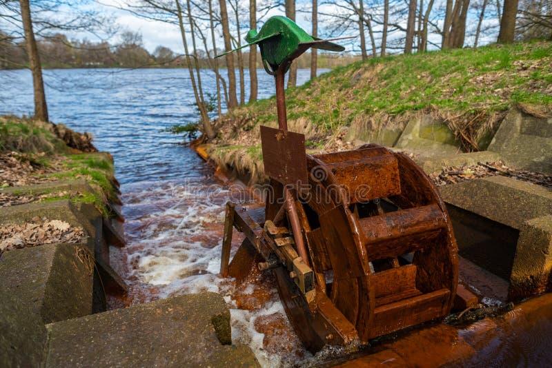 Het water vindt altijd zijn weg door aard royalty-vrije stock foto's
