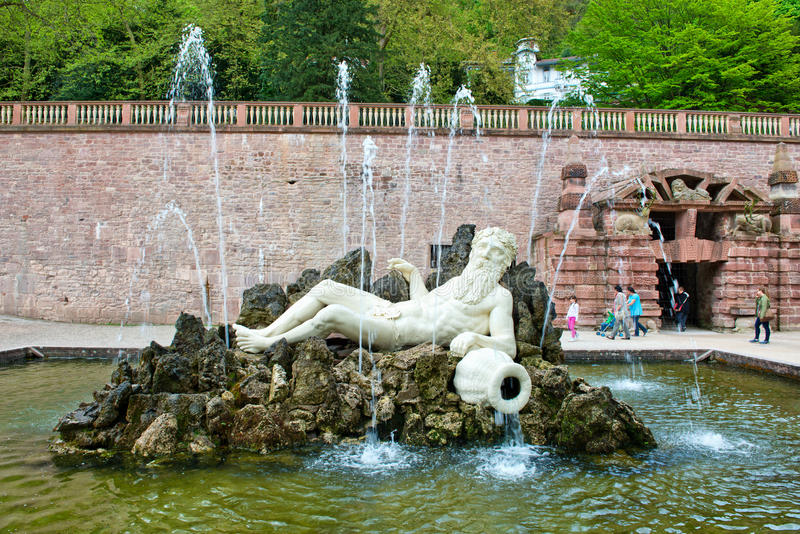 Het Waterfontein van Neptunus bij het Kasteel van Heidelberg stock foto's