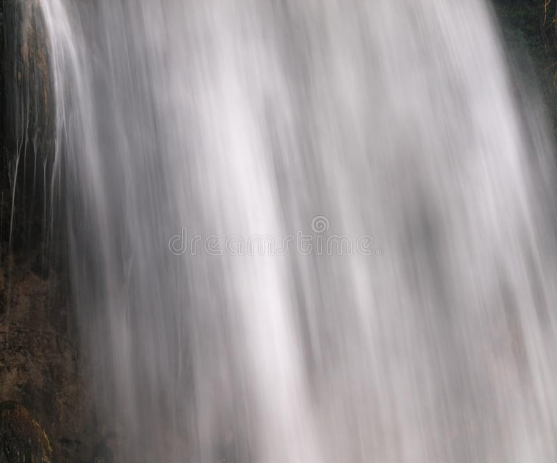 Het watervaldetail, water valt krachtig stock foto's