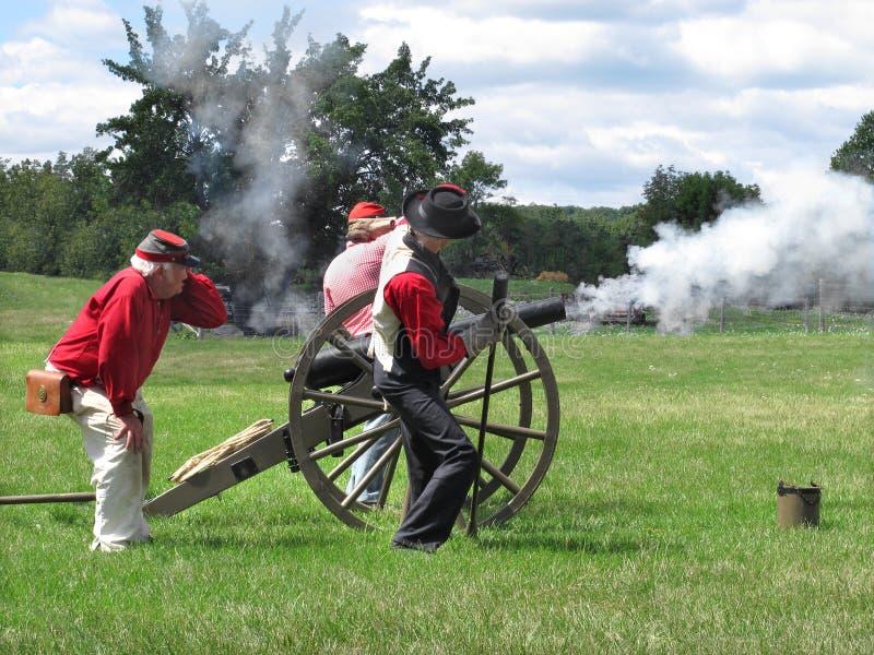 Het weer invoeren van de Burgeroorlog het ontspruiten kanon stock afbeelding