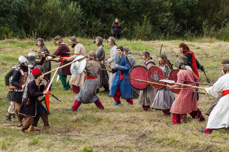 Het weer invoeren van de Roleplayslag van de era van het juk mongools-Tatar in het Kaluga-gebied van Rusland op 10 September 2016 stock afbeelding