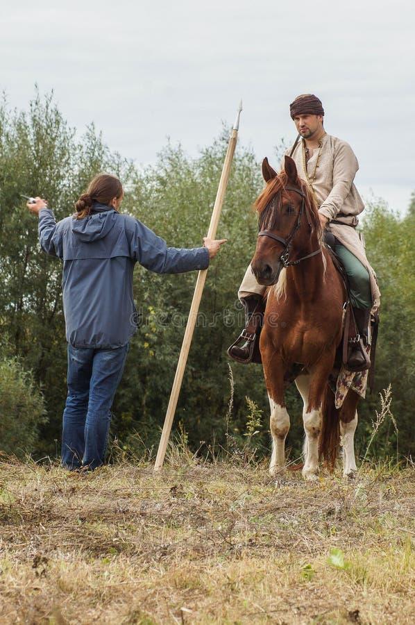 Het weer invoeren van de Roleplayslag van de era van het juk mongools-Tatar in het Kaluga-gebied van Rusland op 10 September 2016 royalty-vrije stock foto