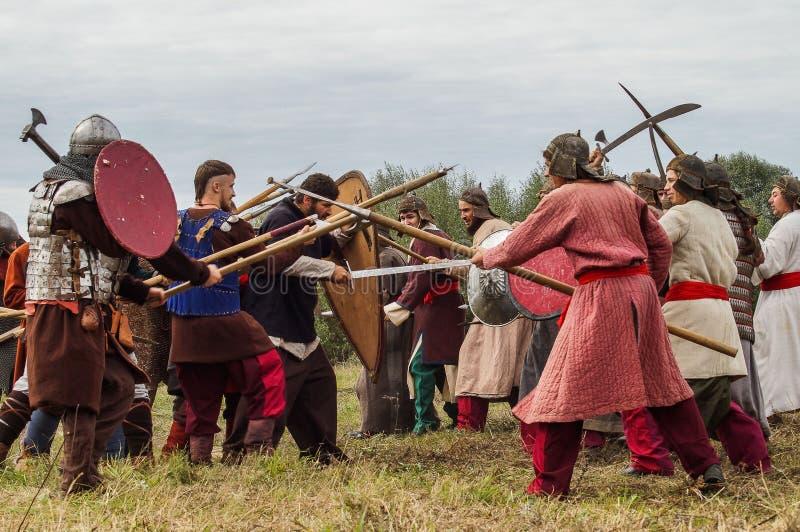 Het weer invoeren van de Roleplayslag van de era van het juk mongools-Tatar in het Kaluga-gebied van Rusland op 10 September 2016 royalty-vrije stock foto's
