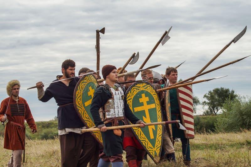 Het weer invoeren van de Roleplayslag van de era van het juk mongools-Tatar in het Kaluga-gebied van Rusland op 10 September 2016 royalty-vrije stock afbeeldingen