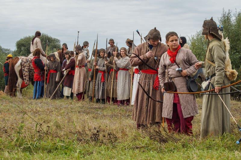 Het weer invoeren van de Roleplayslag van de era van het juk mongools-Tatar in het Kaluga-gebied van Rusland op 10 September 2016 royalty-vrije stock afbeelding