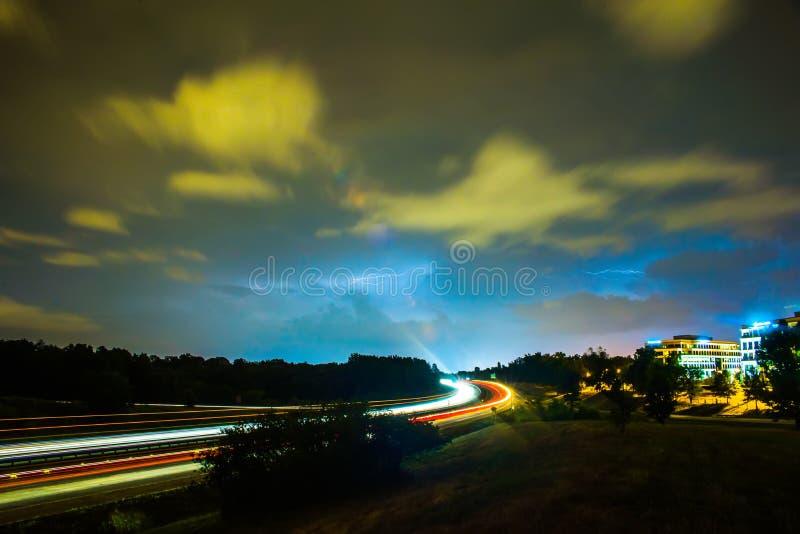 Het weer van het stormonweer tijdens commu van het avondverkeer stock foto's
