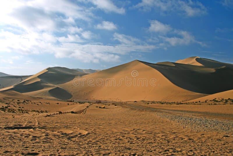 Het weergalmen de Heuvel van het Zand, Dun Huang, China stock afbeelding