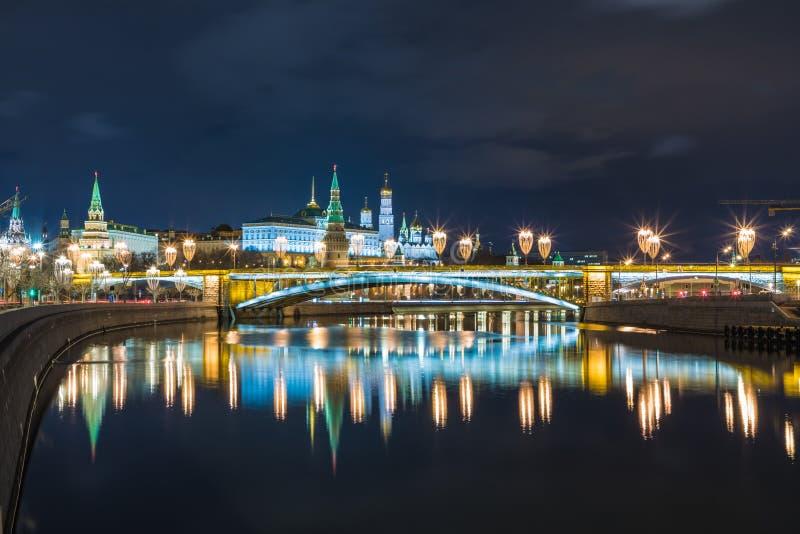 """Het Weergeven op verlichte Ñ """"verlichtte Moskou KCathedral van Vasily Heilig in Moskou, Rusland, op het Rode Vierkant dichtbij Kr stock afbeelding"""