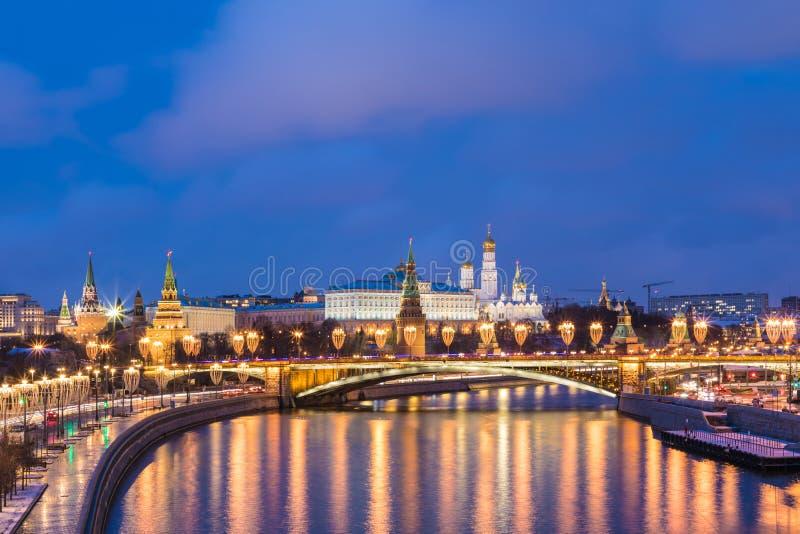 """Het Weergeven op verlichte Ñ """"verlichtte Moskou KCathedral van Vasily Heilig in Moskou, Rusland, op het Rode Vierkant dichtbij Kr stock fotografie"""