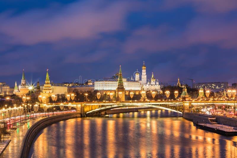 """Het Weergeven op verlichte Ñ """"verlichtte Moskou KCathedral van Vasily Heilig in Moskou, Rusland, op het Rode Vierkant dichtbij Kr royalty-vrije stock afbeeldingen"""