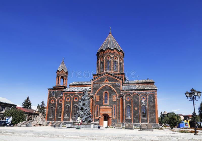 Het Weergeven van de Armeense Apostolische Kerk van de Heilige Verlosser en het monument aan die doodde in de verwoestende aardbe stock foto