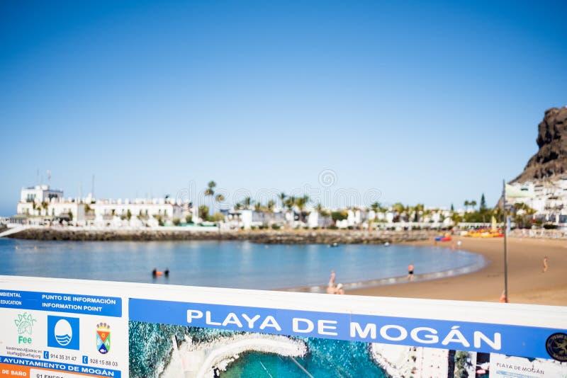 Het Weergeven van Puerto DE Mogan strand tijdens een zonnige de zomerdag, de stad is één van de beroemdste toeristische bestemmin stock afbeeldingen